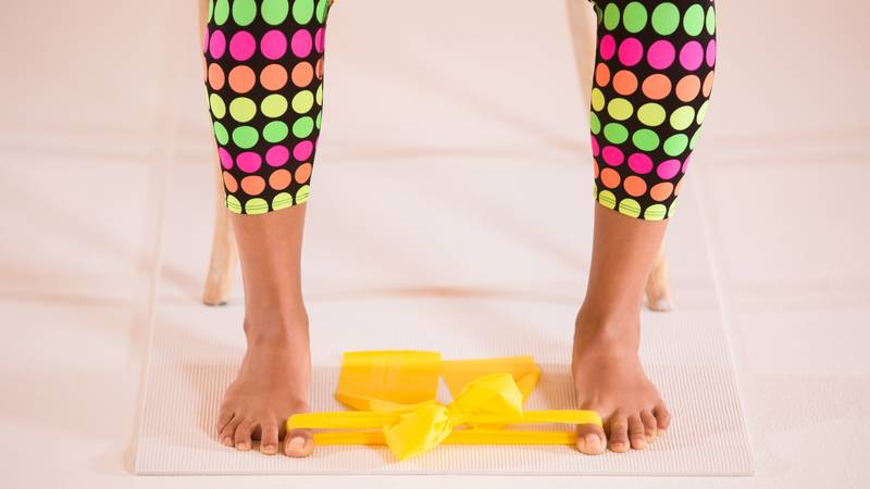 toe-grip-with-yoga-band-exercise-for-bunions